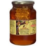 Mel Flores Silvestres com pedaços de Favo em pote de vidro de 800g – Apiário Santo Antonio